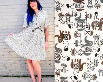 1950's Day Dress / 50's Plus Size Dress // White Gold Grey Fabric // Indian Elephant // Shimmer Fabric // Leather Belt // Tassle // XL Dress