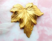 BRASS (2 Pieces) Leaf Stamping ~ Jewelry Ornament Findings (FB-6039)