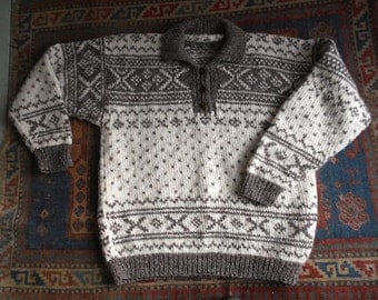 SALE Vtg Chunky wool sweater, hand knit Nordic ski lodge - made in Nepal  - men unisex women