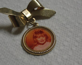 Vintage Gold Tone Photo Dangle Charm Brooch
