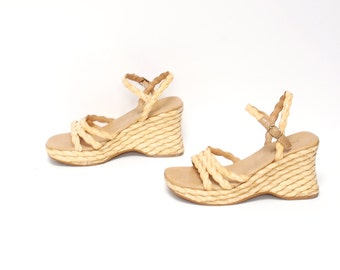 size 8 PLATFORM tan leather 70s 80s WOVEN WEDGE high heel slip on sandals