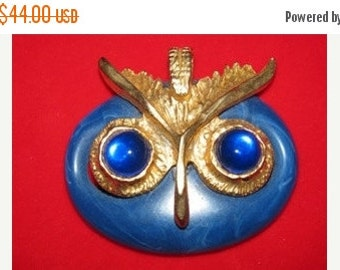 Jewelry 1970's Owl, Blue Pendant, Gold & plastic Retro, Mod, Hooter, Ornate Metal, retro 70's Hoot Owlette mystical Halloween Owl