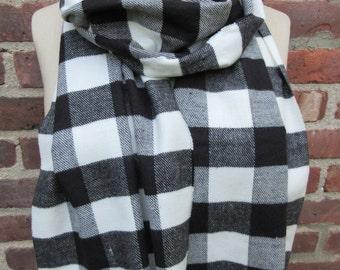 Buffalo Check scarf Plaid neck wrap Flannel Fringed Shawl Boho chic Warm winter Muffler classic Black white cozy casual Checkered Accessoryi