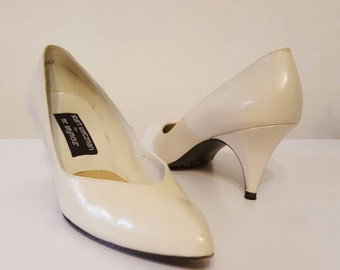 Bone leather pumps 1980s 1990s vintage retro size 9.5