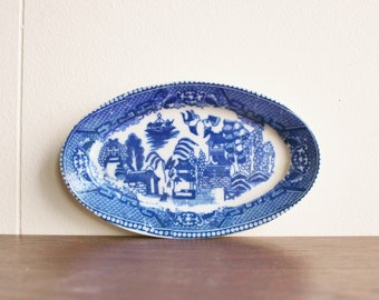 Vintage blue willow porcelain dish