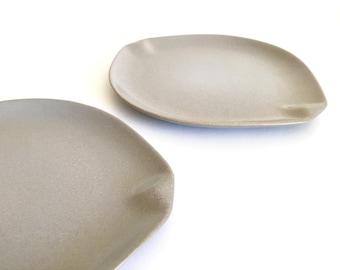 Roseville Raymor Set of Two Dinner Plates by Ben Seibel in Beach Gray