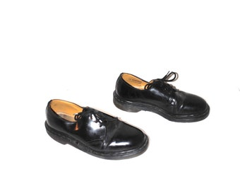 black patent leather DOC martens early 90s GRUNGE new wave minimalist dr marten oxfords size 9