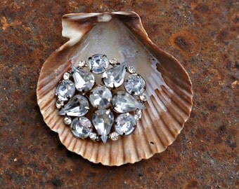 "Sweet small 1"" Vintage Rhinestone Brooch"