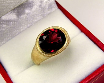 AAAA Rhodolite Garnet Top Color   11x9mm  4.0 Carats   4.00 Carats in Ladies 18K Yellow gold cocktail ring 10 grams. 2607
