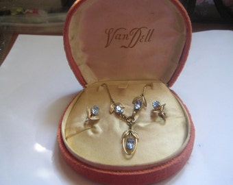 Van Dell 1940s Demi Parure in 1/20th 12K GF with LIght Sapphire Rhinestones in Original Flocked Clam Shell Box