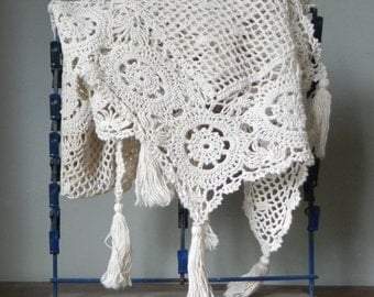 Vintage lace placemats and tablecloth - crocheted pretty ecru off white color