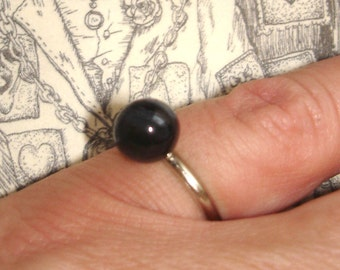 simple vintage black bead silver ring size 4.25