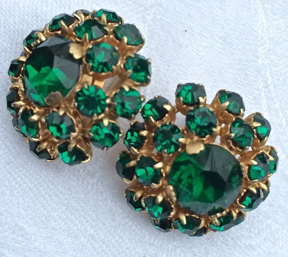 items similar to emerald green vintage rhinestone earrings