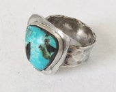 Turquoise Ring Size 9 - Hammered Sterling Silver Ring - Southwest Turquoise Ring - Staement Ring