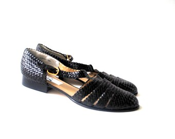 Classy vintage 90s black genuine leather,woven T strap snadals- flats. made by Ros Rhommerson. Size 13N. Mint condition.