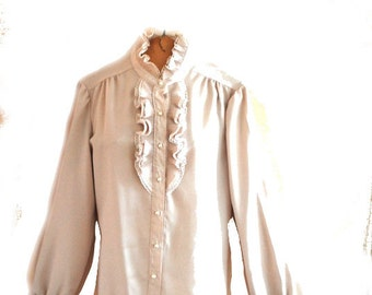 Tuxedo style vintage 70s pastel beige polyester blouse with a pleated ruffle and lace. Made by Laura Mae. Size 18.