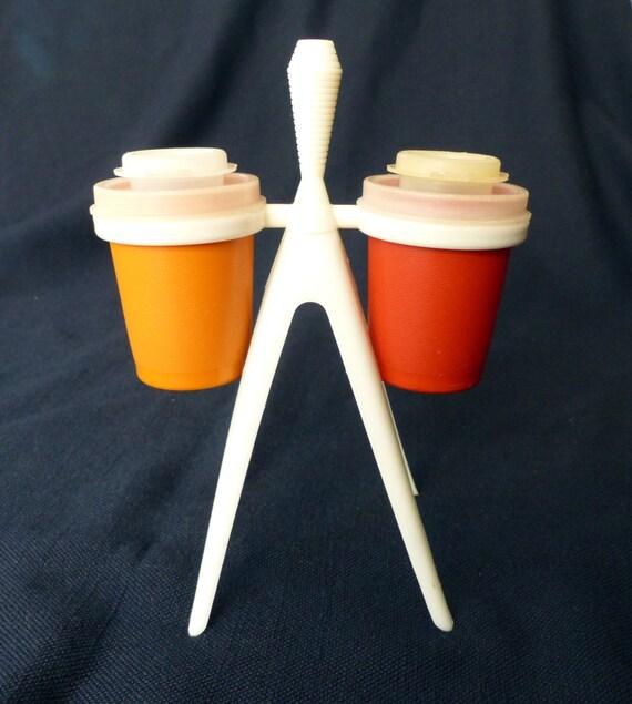 Vintage tupperware atomic salt and pepper shakers with stand for Vintage tupperware salt and pepper shakers