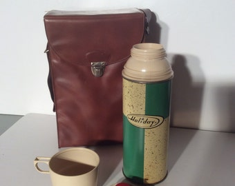 VTG Green and Cream Holiday Thermos // One Pint // Carrier Bag // Camping // RV // Hot // Cold
