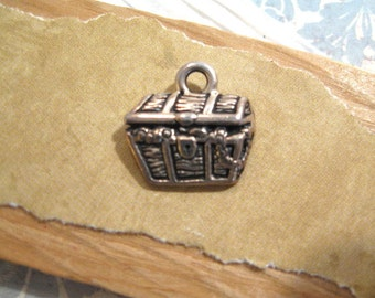 Treasure Chest Charm in Antique Silver from Tierracast