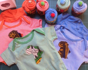 Onesies bodysuit with Africa appliqué presented as a cupcake in gift box 0-18 months