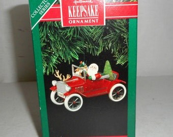 1991 Hallmark Christmas Ornament Here Comes Santa Antique Car 13 in series Keepsake