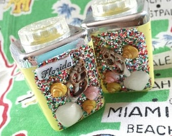 Vintage Florida salt and pepper shakers shells glitter plastic 1950s souvenir Floridiana kitsch kitchen beach cottage