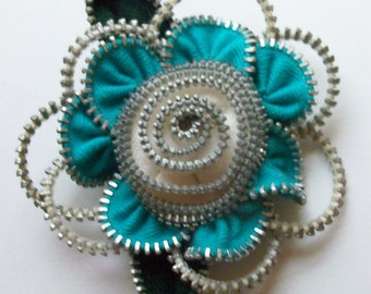 Turquoise and White Floral Brooch / Zipper Pin by ZipPinning 2933