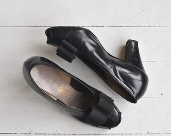 USO Dance peeptoes | vintage 1940s shoes | black 50s heels 6.5