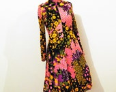 SALE......Vintage Dress 1970's Empire Print