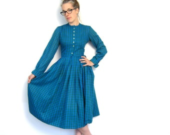 Gemometric 50s House Day Dress Houndstooth Checkered Blue Green Button Up Shirt Dress Pleated Small Louannes Vintage