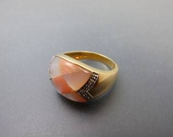 14K Yellow Gold Peach and White Mother of Pearl Ring