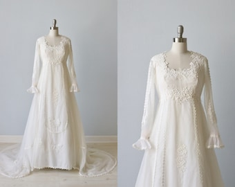 Vintage 1970s Wedding Dresses / Vintage 70s Wedding Gown / Boho / Lace and Chiffon / Daisy