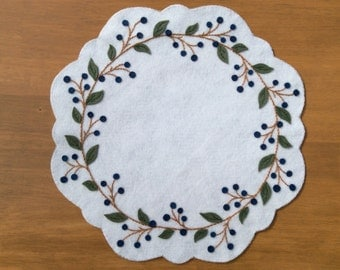 Blueberry Wreath Table mat / Summertime Centerpiece/ Hand Embroidered Penny Rug