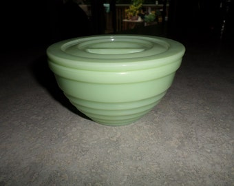 Jeannette Glass jadeite ribbed round canister with pinch lid grease jar sugar bowl