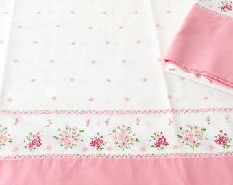 2 Pillowcases Pink Daisies Border Print