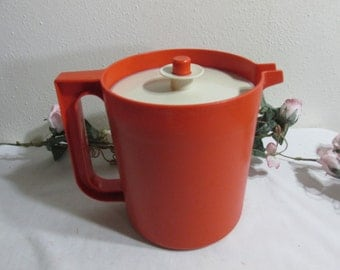 Tupperware Pitcher with Servalier Push Button Seal