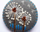 FB039  -  Dandelion inspired handmade felt brooch - Grey