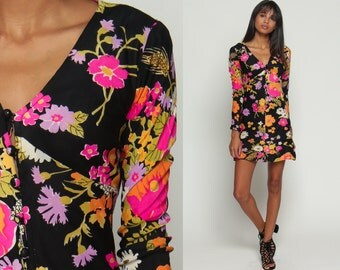 Babydoll Mini Dress 70s Mod Mini Floral Print Boho Empire Waist Bohemian 1970s Hippie Button Up Vintage V Neck Black Hot Pink Medium
