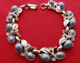 "20% off sale Vintage gold tone 7.5"" bracelet with gray thermoset stones and rhinestones and pearls in great condition"