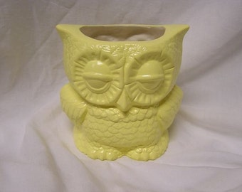 Small Tootsie Pop Owl Mini Vase Pale Yellow