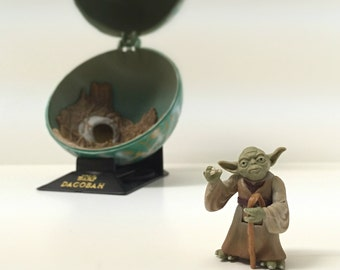 Vintage Star Wars Figure Yoda & Dagobah Globe Display - 1990's Kenner Star Wars Diorama, Complete Galaxy with Opening/Closing Display Stand