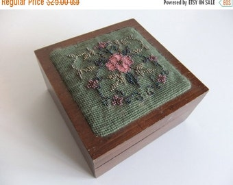 SUMMER Sales Event Vintage Wood Trinket  Box