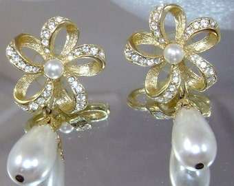 FALL SALE Vintage Earrings Rhinestones and Teardrop Faux Pearl Drop Bride