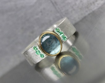 Luxurious Aquamarine Emerald Statement Ring 22k Yellow Gold Silver Modern Bright Green Dark Steel Blue March May Birthstone Her - Luxuslicht
