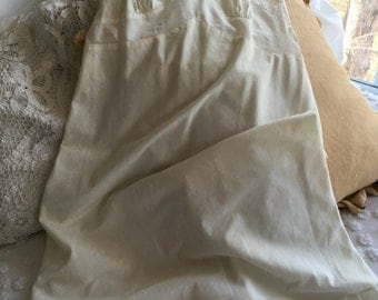 Vintage Ladies Slip Ivory ~ Eyelet Slip Cream Color ~ Vintage Clothing For Women ~ Repurpose Clothing ~ Vintage Lingerie