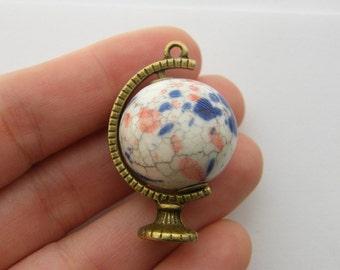 1 Globe charm antique bronze tone BC43