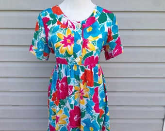 Bright Flowery Silky Top - Size Large