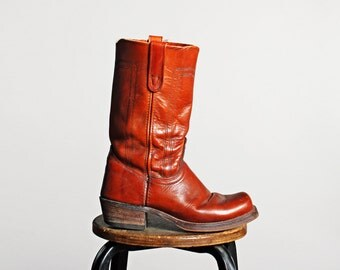 Vintage Men's Deep Cognac Campus Boots - Tall Leather Red Brown Outdoor Rustic Work Retro Boot 1970's Tan  Western - Size 9 or 9 1/2 Men's