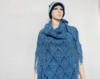 Crochet shawl with fringe