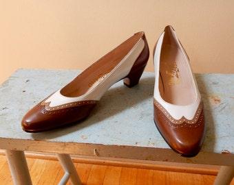 80s Salvatore Ferragamo Spectator Pumps Classic Mid Heel 3 Tone Caramel Tan White Leather Perforated Edges Mint Gorgeous Like New Vintage